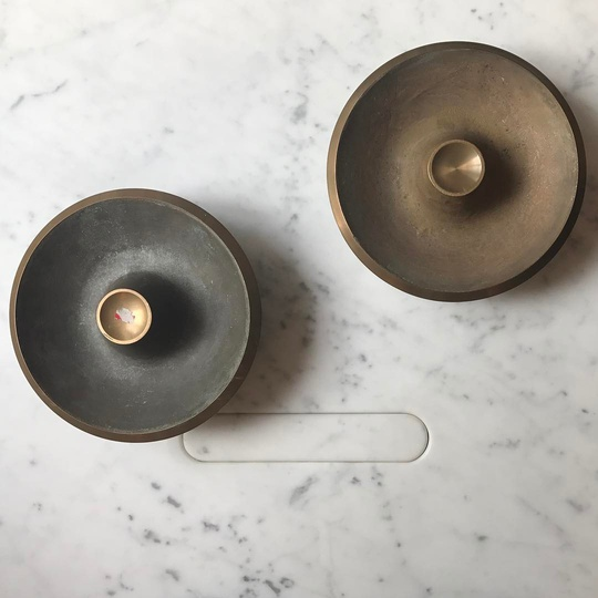 Angelo Mangiarotti bowls and table detail... #breradesigndistrict #Milano #agape #angelomangiarotti #stone #bronze #simplicity #design #attentiontodetail #artisan